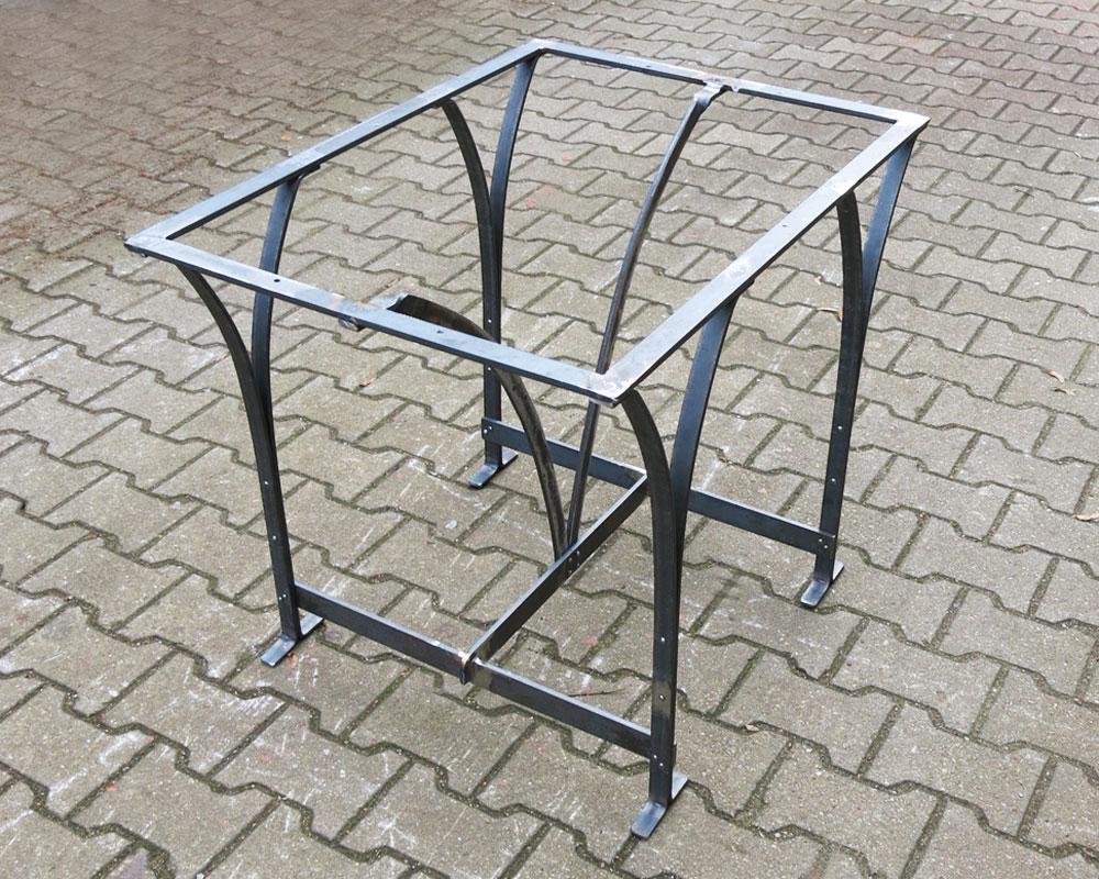 Tischgestell, hergestellt nach Fotovorlage