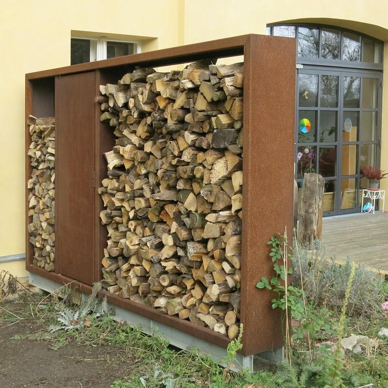 Holzlege mit feuerverzinkter Hilfs-Unterkonstruktion zur Ausrichtung und Verankerung