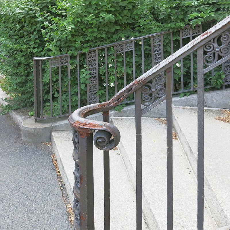 DHZ Treppengeländer vor Restaurierung