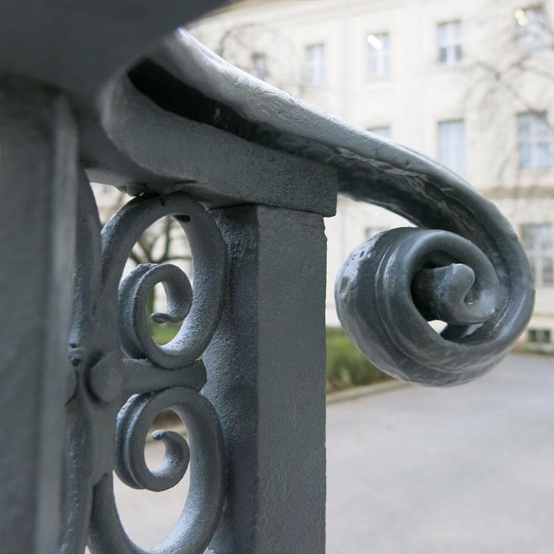 Restaurierung Treppengeländer vorher/nachher DHZ