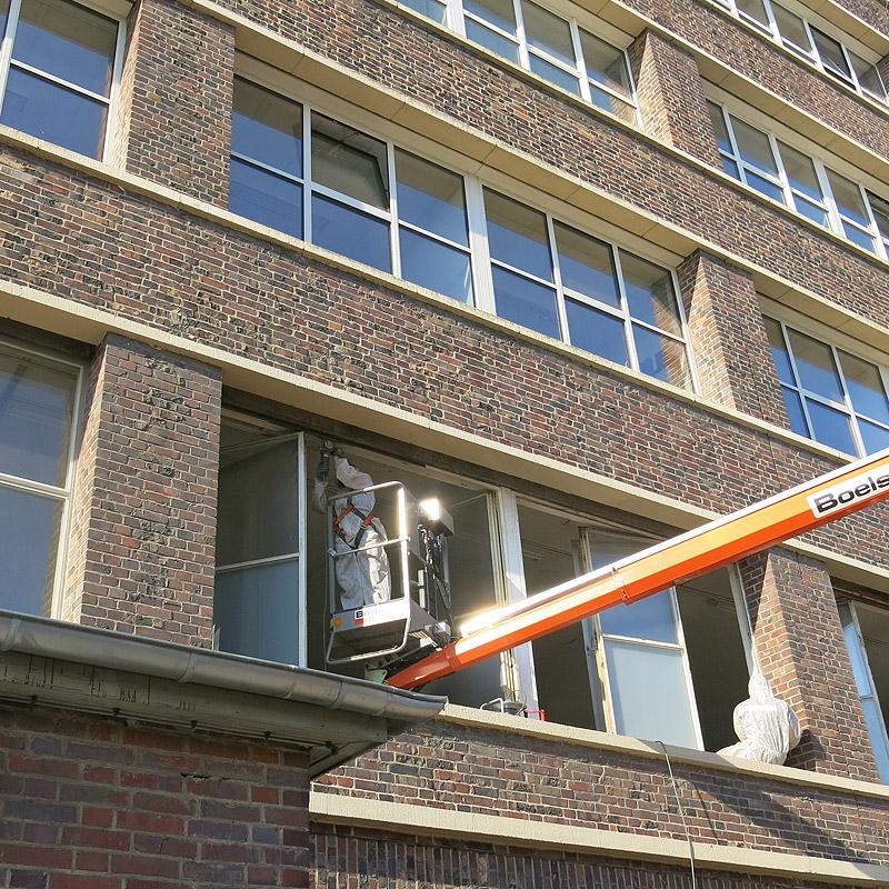 Ertüchtigung der Verbundfenster, Reinigung Zargen vor Ort